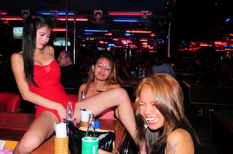 bar-girls-pattaya